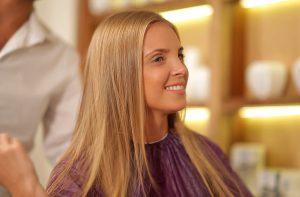 Ombre, balayage či jeden tón? Jak si co nejlépe obarvit vlasy na blond?