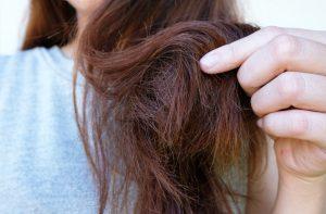 Jak NEPEČOVAT o vlasy? 5 činností, které vedou k poškození vlasů