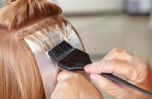 Jak nepečovat o vlasy? Nedělejte tyto chyby